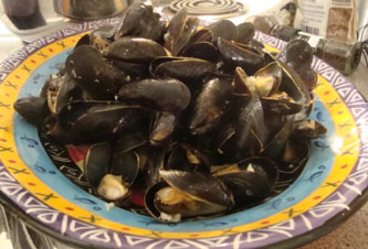 Steamed Mussels without Liquid poured over yet